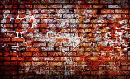 graffiti brown: Pared de ladrillo antiguo con elementos de graffiti