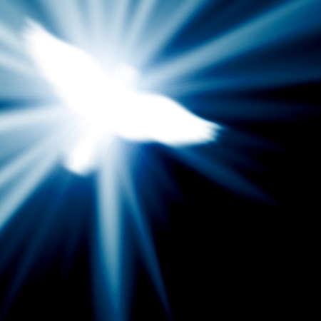 espiritu santo: paloma resplandeciente sobre un fondo azul Foto de archivo