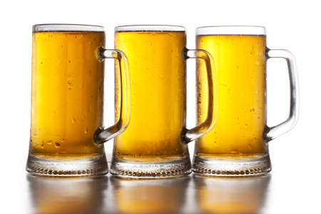 un bottled: Three glass of beer