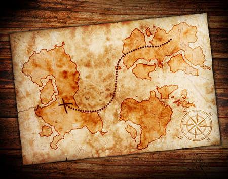 carte tr�sor: vieille carte au tr�sor, sur le fond grunge en bois