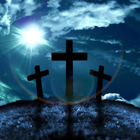 Silhouet van drie kruisen op een heuvel