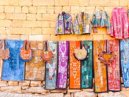 Jaisalmer, Indie - około marca 2018 r. Sklep uliczny w Jaisalmer.