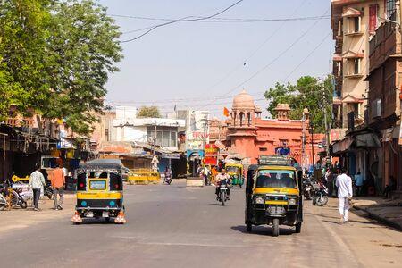 Bikaner, India - Circa March 2018. Street traffic in Bikaner. 스톡 콘텐츠