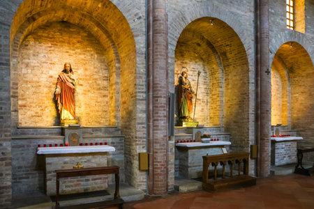 Piacenza, Italy - Circa September 2018. Interiors of catholic church Basilica of St. Antoninus (Basilica di Sant'Antonino) in Piacenza. Редакционное