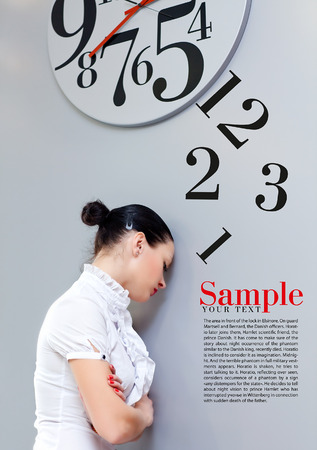 Beatiful Business Woman under the clock. Concept Imagens