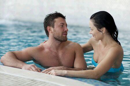 Couple de détente du centre de spa