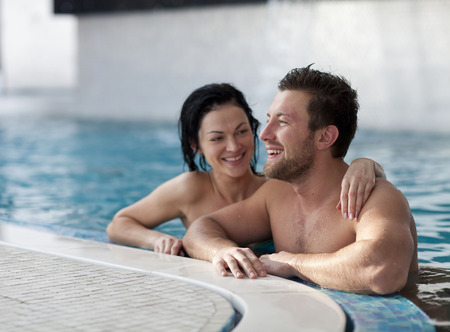 thalasso: Couple de détente du centre de spa
