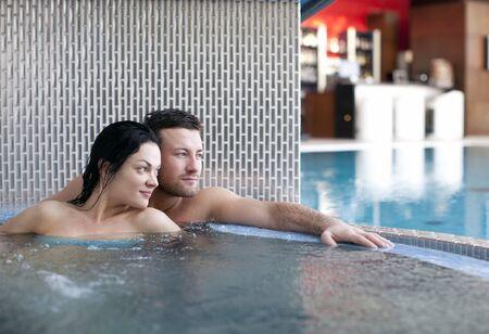 thalasso: Couple de détente dans des centre de spa Banque d'images