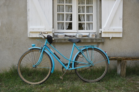 francais: Old blue french bicycle in front of window Stock Photo