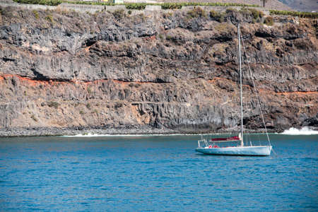 sailing boat in front of the harbor from tazacorte on la palma canary islands 版權商用圖片