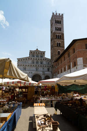 The Lucca Cathedral seen from the weekly local antique market Stock Photo - 15394704