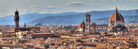 firenze: Panoramic cityscape of Florence Italy, seen from San Miniato