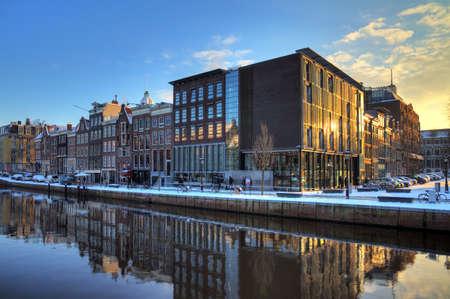 アムステルダム、ネザーランド冬の晴れた朝 HDR のアンネ ・ フランクの家とホロコースト博物館