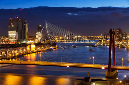 Beautiful twilight view on the bridges over the river Maas  Meuse  in Rotterdam, The Netherlands 스톡 콘텐츠