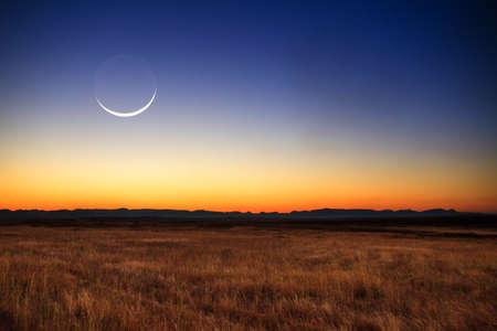 Krásný nový měsíc při západu slunce na Madagaskaru Reklamní fotografie