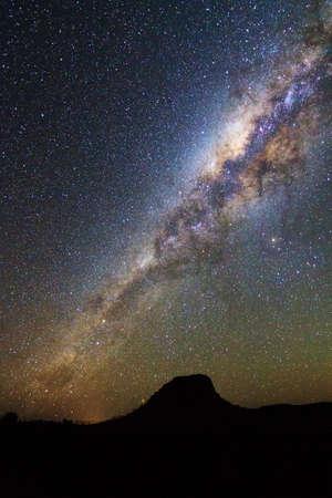 milky way: Mooi beeld van de Melkweg gezien van Isalo, Madagaskar