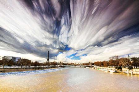 Composite-Timelapse Kunst der Seine und den Eiffelturm in Paris, Frankreich Standard-Bild