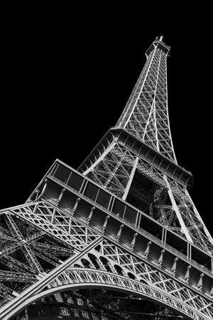Mooi uitzicht op de Eiffeltoren te zien van onder in Parijs, geïsoleerd in zwart-wit