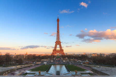 Beautiful cityscape urban sunset view of the Eiffel tower in Paris, France, on a spring day, seen from Trocadero square Publikacyjne