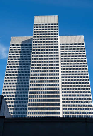 Montreal, Canada - AGOSTO 2015: Place Ville Marie edificio moderno. torre per uffici Cruciforme costruito in stile internazionale.