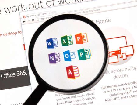MONTREAL, CANADA - février 2016 - Microsoft Office 365 sur le Web sous la loupe. Éditoriale