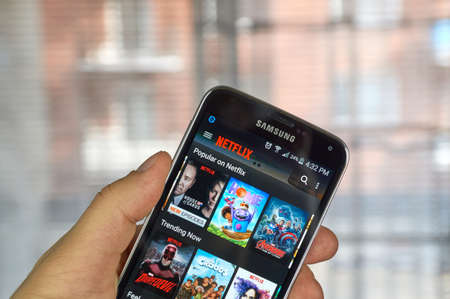 logo samsung: MONTREAL, CANADA - MARCH 20, 2016 - Netflix application running Samsung S5.  Netflix is a popular global provider of streaming movies and TV series