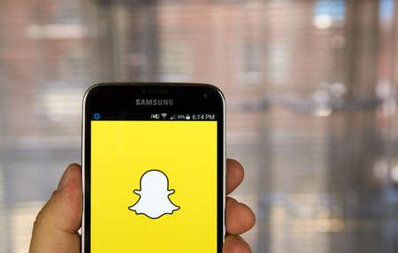 MONTREAL, CANADA - 20 maart 2016 - Snapchat applicatie op Android-smartphone. Snapchat is een mobiele messaging applicatie wordt gebruikt om foto's, video, tekst en tekeningen te delen.