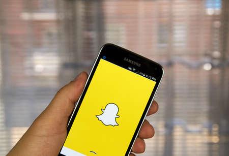 MONTREAL, CANADA - 20 maart 2016 - Snapchat applicatie op Android-smartphone. Snapchat is een mobiele messaging applicatie wordt gebruikt om foto's, video, tekst en tekeningen te delen. Redactioneel