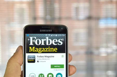 samsung: MONTREAL, CANADA - MARCH 20, 2016 - Forbes Magazine application on Samsung S5s screen. Forbes is an American business magazine, published bi-weekly.