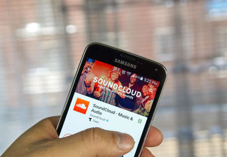 samsung: MONTREAL, CANADA - APRIL 7, 2016 - Soundcloud application on Samsung S5s screen. SoundCloud is a global online audio distribution platform based in Berlin, Germany. Editorial