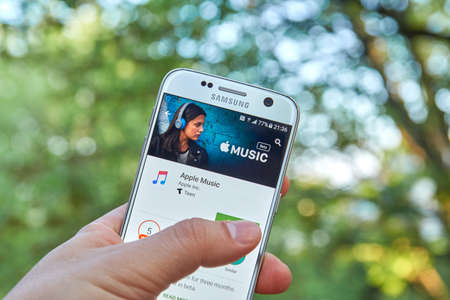 MONTREAL, CANADA - MAY 23, 2016 : Apple Music android application on Samsung S7 screen. Apple Music is a music streaming service, developed by Apple Inc. Editoriali