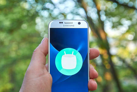 samsung: MONTREAL, CANADA - MAY 23, 2016 : Android Marshmallow logo on Samsung S7 screen. Android 6 Marshmallow is the eighth major version of the Android operating system.