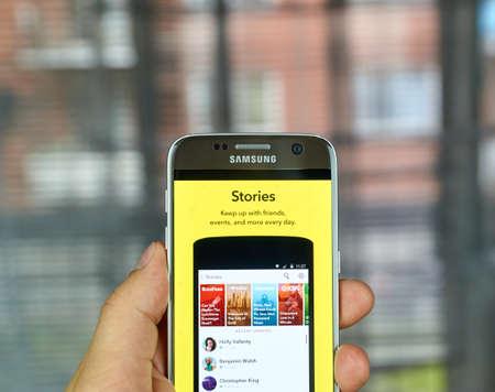 MONTREAL, CANADA - 1 juli 2016 - Snapchat Stories op android mobiele smartphone. Snapchat is een mobiele messaging applicatie wordt gebruikt om foto's, video, tekst en tekeningen te delen. Redactioneel