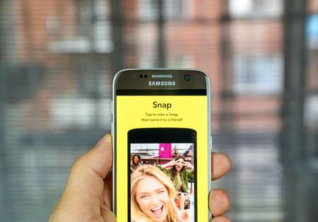 MONTREAL, CANADA - 1 juli 2016 - Snapchat Snap op android mobiele smartphone. Snapchat is een mobiele messaging applicatie wordt gebruikt om foto's, video, tekst en tekeningen te delen.