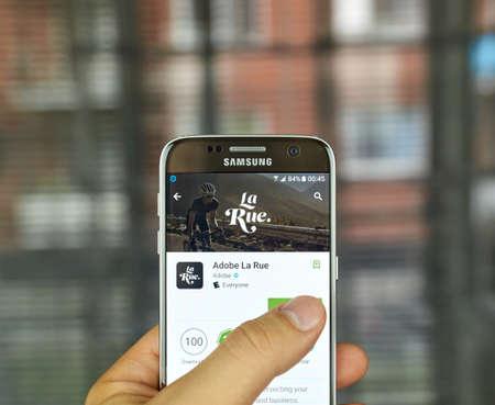 モントリオール, カナダ - 7 月 15 日: サムスン s7 画面でアプリケーションを Adobe La Rue。Adobe La Rue は、サイクリングとビジネスの交差する情熱のため