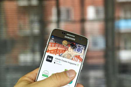 サムスン s7 画面上のモントリオール, カナダ - 7 月 15 日: Adobe のマガジンを作成するアプリ。それは通知、啓発、および創造的な専門家を感激に向け
