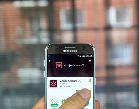 S7 の画面をサムスンにモントリオール, カナダ - 2016 年 7 月: アドビ キャプチャ CC アプリケーション。アプリは Adobe からの 3 つの異なるツールを組