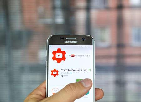 creador: Montreal, Canadá - 23 de junio, 2016: YouTube Creator Studio aplicación hace que sea más rápido y más fácil de administrar el canal de usuario sobre la marcha. Editorial