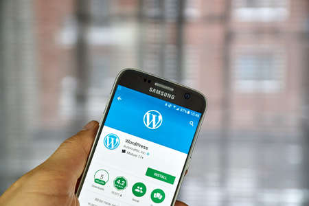 samsung: MONTREAL, CANADA - DECEMBER 23, 2016 : Wordpress application on Samsung S7 screen