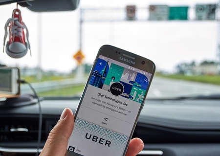 logo samsung: MONTREAL, CANADA - AUGUST 22, 2017 : Uber application on Samsung S7. Uber Technologies Inc. is an American technology company headquartered in San Francisco
