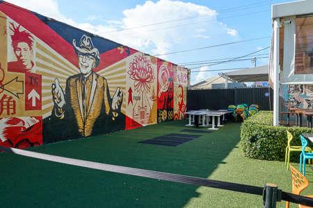 MIAMI, USA - 22. AUGUST 2018: Graffiti der Wynwood Walls Miami. Wynwood ist ein Stadtteil in Miami, Florida, der für seine Graffiti und Street Art bekannt ist. Editorial