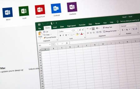 MONTREAL, CANADÁ - 10 DE ENERO DE 2019: Hoja de cálculo de Excel de Microsoft Office 2019 en una pantalla. Microsoft Office 2019 es la nueva versión de Microsoft Office, una suite de productividad que sucede a Office 2016