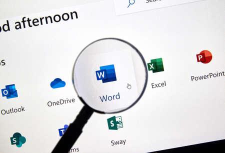 MONTREAL, CANADA - 28 FEBBRAIO 2019: Nuova icona di Microsoft Word. Office 365 è il marchio utilizzato da Microsoft per un gruppo di abbonamenti che forniscono software di produttività e servizi correlati.