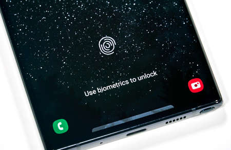Montreal, Canada - March 14, 2020: Fingerprint scanner on Samsung Note 10 screen. Samsung Galaxy Note10 is a mobile experience with features and specs that operates like a computer or gaming console. 新聞圖片