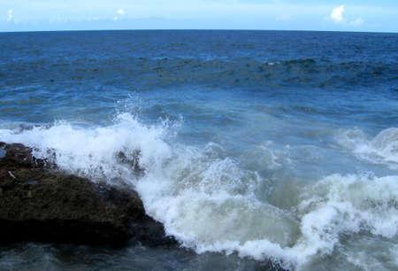 Waves on Rock 版權商用圖片