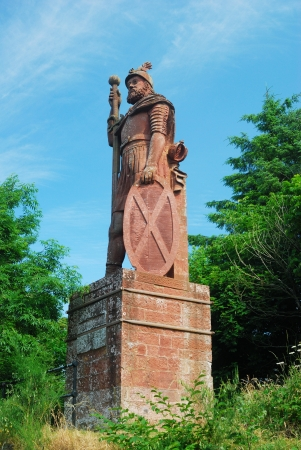 wallace: William Wallace statue above Dryburgh Abbey looking over to Eildon hills Stock Photo