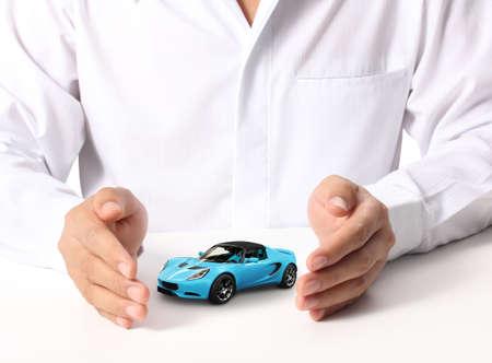 車を保持しているビジネスマンの手 写真素材