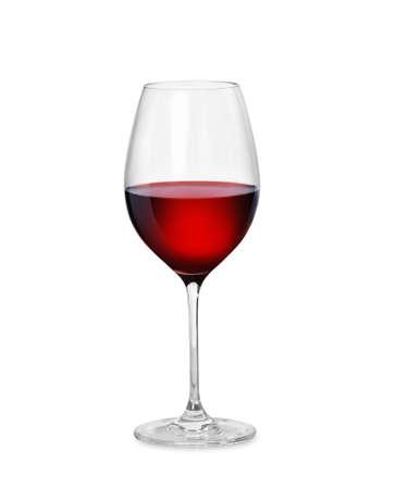 白の背景に分離した赤ワイン