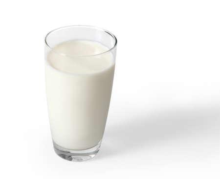 흰색 배경에 유리 우유