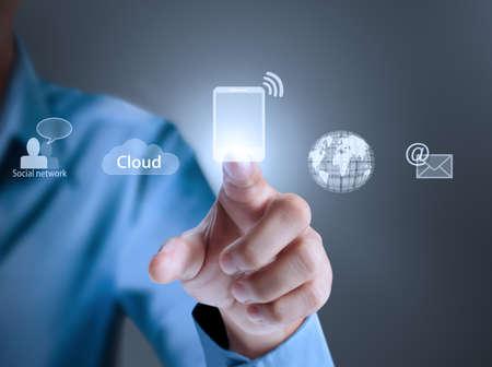 m�dia: Mão pressionando modernos botões sociais
